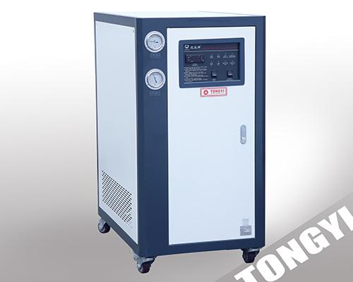 水冷式箱型冷水机